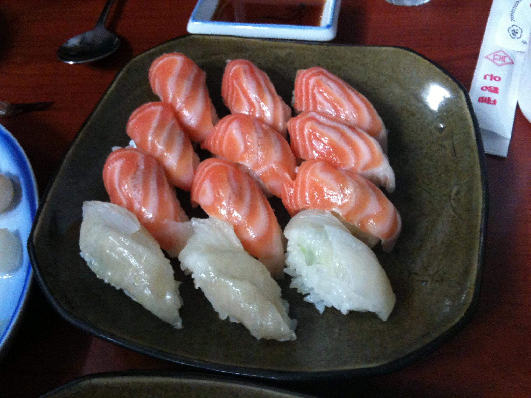 연어, 광어 초밥