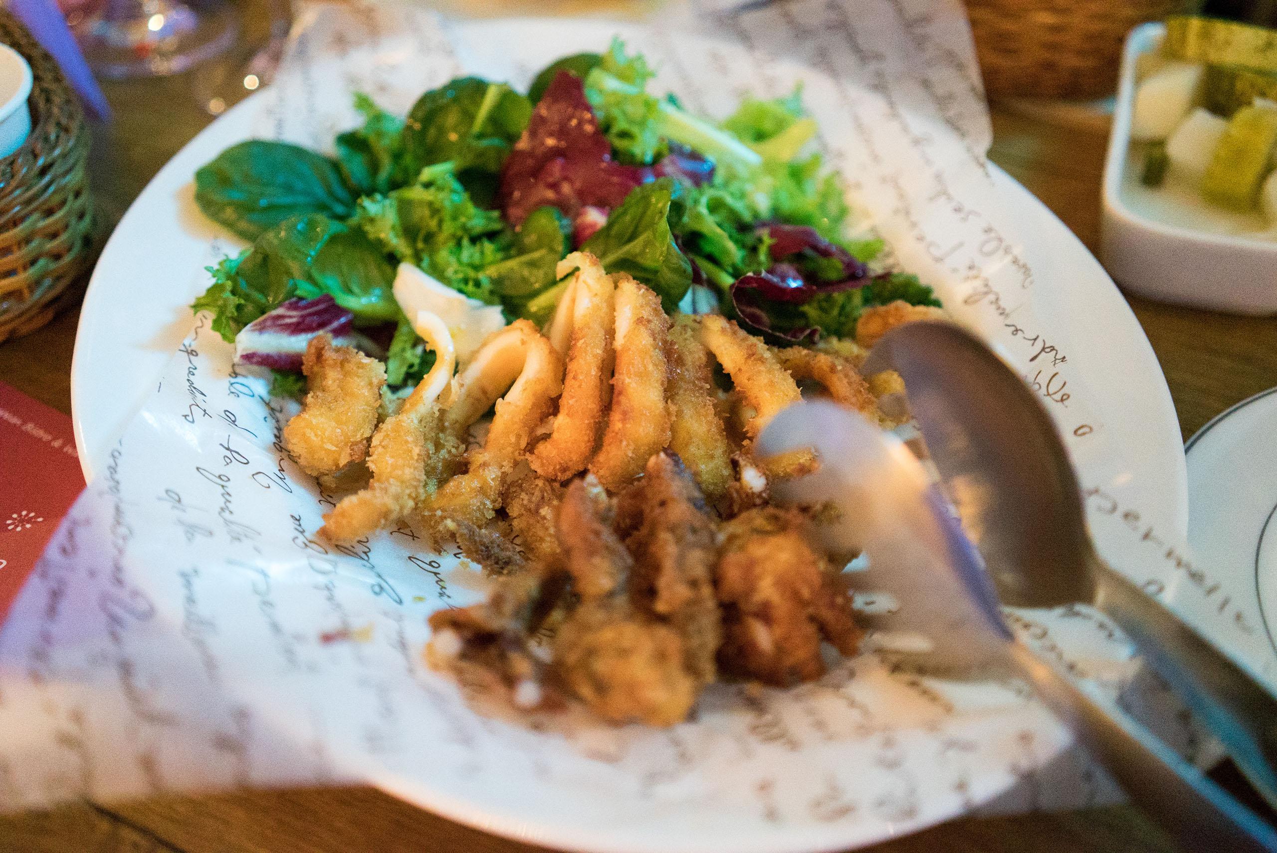 통 오징어의 칼라마리 튀김